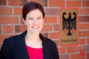 Britta Flothmann ist Pressesprecherin beim Hauptzollamt Münster. (Foto: Michael Bührke)