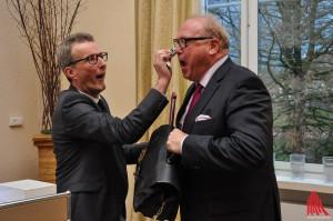 Emotionaler Abschied: Prinz Bernard (r.) war so gerührt, dass Generalprinzmarschall Matthias Christenhusz glatt ein paar Tränen trocken musste. (Foto: je)
