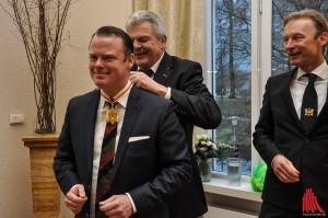 Als Anerkennung für seinen Einsatz erhielt Jan Homann offiziell den Gardestern. (Foto: je)