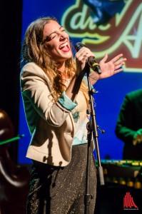 Sängerin Linda Lulka bei einem Auftritt in der Adam Riese Show. (Foto: th)
