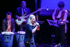 """Mit Annette Benjamin als Frontfrau wurde aus den """"Original Pumpernickel"""" beinahe eine Punk-Band. (Foto: Tom Heyken)"""