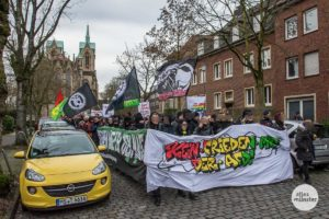 Nach dem Auftakt in der Innenstadt zog die Demo durch das Südviertel bis kurz vor das AfD-Büro in der Leostraße. (Foto: Thomas Hölscher)