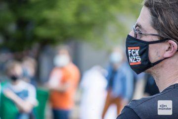 Die Demonstranten waren vorschriftsmässig mit Mund-Nasen-Schutz ausgestattet. (Foto: Thomas Hölscher)