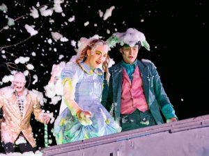 """In """"Alice on the Run"""", dem neuen Stück vom Theater Titanick,  verliert Alice ihre Heimat und sucht nach einem neuen Zuhause. (Foto: Theater Titanick)"""