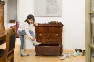 Sammlern mag bei diesem Anblick zunächst der Atem stocken, für Kunsthändler Georg Britsch ist es der Beweis: Antike Möbel sind durchaus alltags- und familientauglich. (Foto: Kunsthandel Britsch)