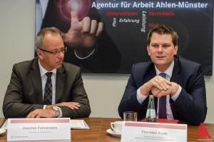 Für Joachim Fahnemann (li.) von der Agentur für Arbeit und Staatssekretär Thorsten Klute ist die Sprache der Schlüssel zur Integration. (Foto: th)