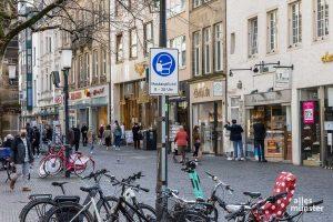 Mit der neuen Coronaschutzverordnung des Landes gelten ab heute weitere Lockerungen - nicht nur in der Innenstadt, sondern auch in Restaurants, Schwimbädern oder Theatern. (Archivbild: Thomas Hölscher)