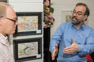 Arndt Zinkant führte uns durch seine Ausstellung mit den Originalen seiner bekannten Karikaturen. (Foto: Thomas Hölscher)