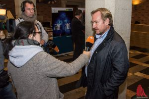 Matthias Lückertz von der Kaufmannschaft musste Niederlage auch im TV-Interview eingestehen. (Foto: th)