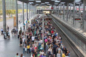 Bei Störungen und Verspätungen informiert die Deutsche Bahn ihre Fahrgäste über verschiedene Kanäle. (Foto: CC0)