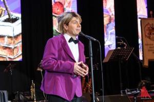 Der Stimmenimitator, Parodist und Comedian Jörg Hammerschmidt lieferte schweinisch gute Unterhaltung mit einem Programm mit echtem Promi-Faktor. (Foto: je)