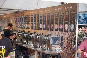 Beim Bierfest hat der Besucher oft die Qual der Wahl: über 250 verschiedene Sorten gibt es zu probieren. (Foto: Katja Angenent)