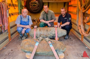 (v.l.:) Heinz-Dieter Berchem, Horst Schöwe und Peter Asmussen vom Kampfmittelbeseitigungsdienst haben die Bomben unschädlich gemacht. (Foto: th)