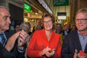 CDU-Politikerin Sybille Benning am Wahlabend vor dem Rathaus. (Foto: cabe)