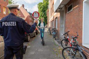 Für E-Scooter gelten im Straßenverkehr klare Regeln. (Foto: Matthias Rethmann / Tour-Files / Fotograf Münster)