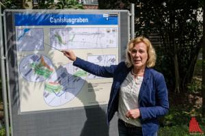 Christiane Bömer erläutert die Vorteile der Renaturierung. (Foto: th)