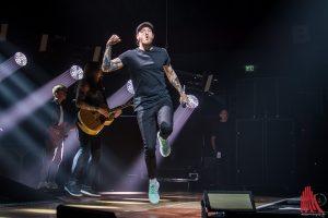 Im Saal und auf der Bühne wurde gehüpft und gesprungen. (Foto: th)