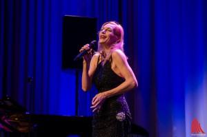 Sichtlich begeistert, Ute Lemper liebt die Bühne und die Bühne liebt sie. (Foto:th)
