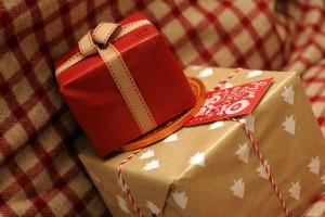 Studenten der FH sammeln Weihnachtsgeschenke für Flüchtlingskinder.(Foto: CC0)