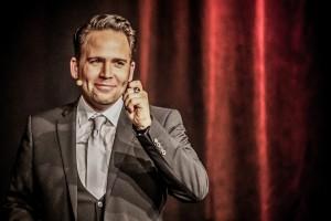 Christoph Tiemann moderiert die große Benefiz-Gala. (Foto: PR)