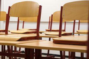 In den Schulen wurden weitere Luftfilter verbaut, sodass nach den Ferien der Präsenzunterricht wieder anlaufen kann. (Symbolbild: CC0)