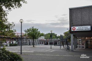"""""""Was nicht schön ist, kann noch schön werden..."""", meint unsere Kolumnistin Iris Brandewiede. Denn der Hamannplatz in Coerde wird gerade umgestaltet. (Foto: Thomas Hölscher)"""