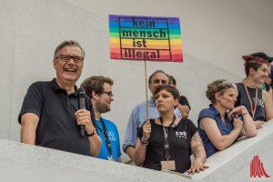 Museumsdirektor Dr. Hermann Arnhold begrüßte den CSD im LWL-Museums für Kunst und Kultur. Neben ihm Andreas Sahner und Lydia Dietrich. (Foto: th)