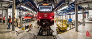 In der großen Halle können drei vollständige Züge gleichzeitig gewartet werden. (Foto: wf / Weber)