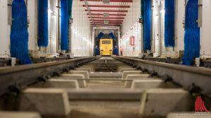 Ein bisschen länger als die für Autos ist die Waschanlage für die Züge der DB-Regio. (Foto: wf / Weber)