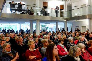 Viele Bürger kamen zur Veranstaltung ins Foyer der Bezirksregierung Münster. (Foto: rc)
