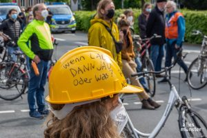 Viele Teilnehmer der Demo befürchten, dass Verwaltung und Parteien den Flyover unbedingt umsetzen wollen, weil Bund und Land hohe Fördermittel angeboten haben. (Foto: Thomas Hölscher)