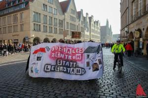 "Der Demonstrationszug in Münsters ""Guter Stube"". (Foto: cabe)"