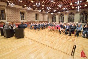 Rund 200 Zuhörer verfolgten gebannt die Podiumsdiskussion. (Foto: mb)