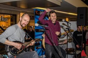 Hut ab - Die Donots stellten ihr erstes deutschsprachiges Album in den Arkaden vor. (Foto: th)