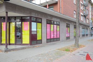 Die bunten Schaufenster der alten Commerzbank in der Hammer Straße machen neugierig auf mehr. (Foto: tk)