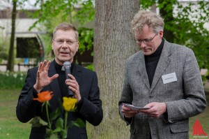 Weihbischof Stefan Zekorn weist auf die Kinderarbeit in vielen Produkten hin. (Foto: th)