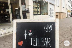 """Im Ladenlokal der """"fairTEiLBAR"""" an der Hammer Straße 60 können Interessierte ihr Wissen rund um nachhaltigen Konsum testen (Foto: Thomas Hölscher)"""
