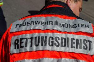 Vor dem Eintreffen des Rettungsdienstes haben Passanten die hilflose Frau reanimiert. (Archivbild: th)