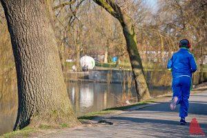 Joggen am Aasee: Gut für die Stimmung, egal für das Gewicht. (Foto: mb)
