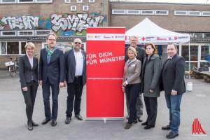 Gemeinsam für die Flüchtlinge in Münster (v.l.): Dorothee Feller (Regierungsvizepräsidentin), Udo Schröder-Hörster (Johanniter), Dirk Winter (ASB), Gudrun Sturm (DRK), Holger Wigger (DRK), Dagmar Arnkens-Homann (Sozialamt) und Kai Flottmann (Malteser). (Foto: th)