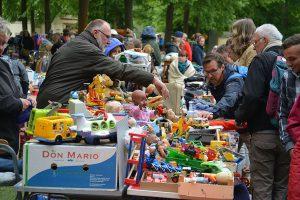 Es ist wieder Flohmarkt-Zeit auf Münsters Promenade: Am Samstag startet die Saison 2016. (Foto: Pressefoto)