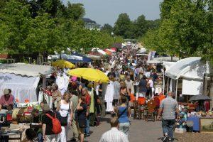 Der Flohmarkt auf der Promenade startet in die neue Saison. (Foto: Presseamt Münster / Tilman Roßmöller)