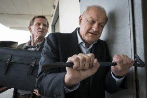 Kommissar Overbeck (Roland Jankowsky, li.) und Georg Wilsberg greifen zu ungewöhnlichen Ermittlungsmethoden. (Foto: ZDF / Thomas Kost)