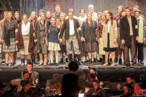 Der Chor singt noch unbekümmert vom Sommer 1940. (Foto: bk)