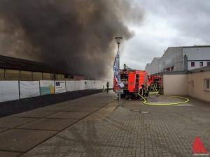 Die Feuerwehr war mit insgesamt vier Löschzügen vor Ort. (Foto: ml)