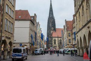 Die Polizei hatte den Bereich rund ums Rathaus weiträumig abgesperrt. (Foto: Thomas Hölscher)