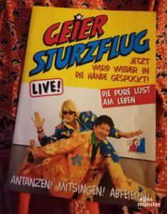 Vor einigen Jahren eroberten Geier Sturzflug den Ballermann live als Duo in wilden Stoffmustern. (Foto: Marius Münster)