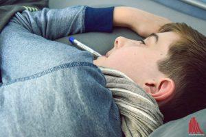 Bei einer Grippe sollte man sich Ruhe gönnen und im Bett bleiben. (Foto: so)