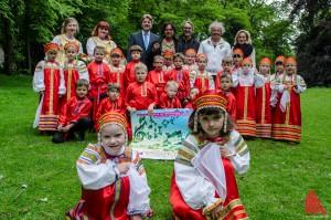 Gäste aus Russland: Der Kinderchor KaRUSSell unter dem Deckmantel des russisch-deutschen bilingualen Kinder-Kultur-Zentrums. (Foto: th)