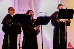 Die Gregorian Voices in der Friedenskapelle. (Foto: ka)